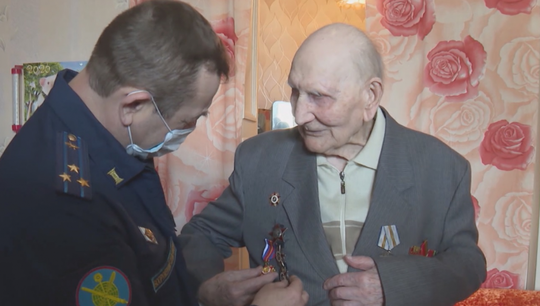 The Military Held a Personal Victory Parade for a 104-year-old WWII Veteran